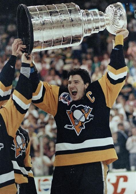 Mario Lemieux with The Stanley Cup 1991 | HockeyGods